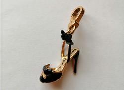 Tűsarkú cipő, Viva la Juicy Noir charm