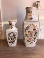 Hollóházi porcelán szegfűs váza 2db együtt