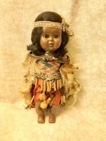 Vintage pislogó indián baba 27 cm magas.