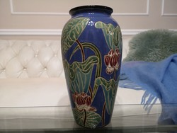 Szecessziós majolika, kerámia váza liliommal 31 cm