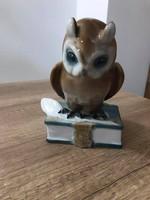 Zsolnay porcelán könyvön ülő bagoly