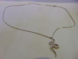 Ezüst nyaklánc kígyó medállal