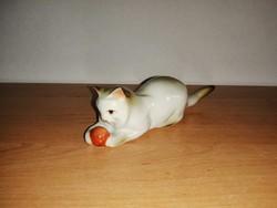 Zsolnay porcelán labdázó cica figura 11,5 cm hosszú (po-4)