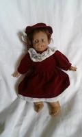 Nagyon édes textil testű csinos porcelán baba  26 x 20 cm gyűjtőknek