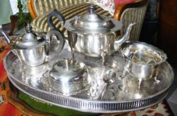 Uzsonnázzunk! Hatalmas, régi, ezüstözött tálcával teás vagy kávés készlet, fedeles dzsem kínálóval