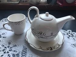 Egy személyes teázó készlet + csészével