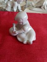 Zsolnay fehér porcelán figura.Kislány korsóval.