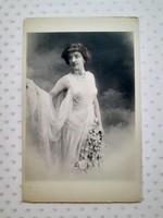 Régi levelezőlap női fotó képeslap