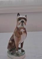 Ülő boxer kutyafigura, Zsolnay porcelánból.