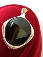 Régi ezüst medál onix kővel (835)