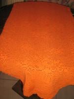 Csodaszép kézzel horgolt narancs színű terítő