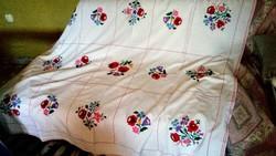 Kalocsai  virágos hímzett vászon nagy terítő
