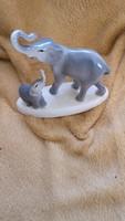 Gránit elefánt kicsinyével
