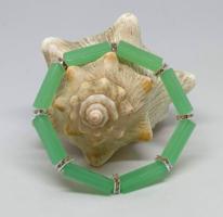 Természetes zöld jáde karkötő,20*6 mm-s hasáb gyöngyökből