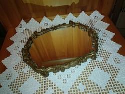 Antik, barokk stílusú ,bronz színű fali tükör. 31x24 cm, florentin jellegű.