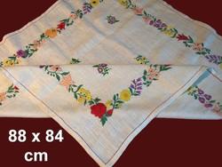 Nagyon régi, de soha nem használt Kalocsai mintával kézzel hímzett vászon terítő