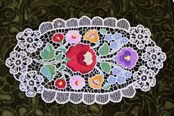 Hímzett riselt kalocsai mintás dísz terítő , asztalközép lakástextil , dekoráció 35,5 x 19,5 cm