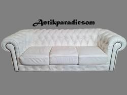 A227 Eredeti chesterfield fehér színű bőr kanapé