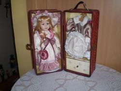 Kofferos baba+ ruhái