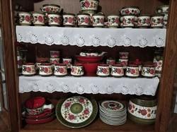 Schramberg Tirol fajansz tárgyak 64 darabos készlet