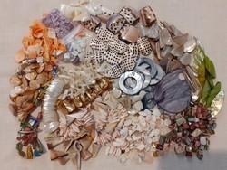 Kagylóból és gyöngyházból készült nagy gyöngy csomag
