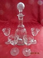 Likőrös üveg- dekanter, négy talpas pohárral, csiszolt üveg.