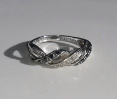 Fehérarany gyűrű fehér és fekete gyémántokkal