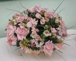 Óriás holland selyemvirág díszített rózsa  tartóban  Csodás Asztalközép