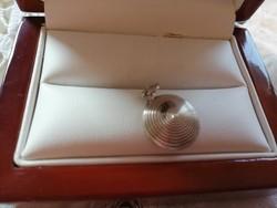 Eladó régi ezüst kör alakú medál!