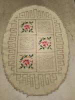 Ovális, antik, asztalközép terítőcske