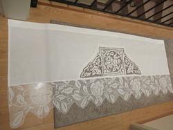 Szép madeira hímzett drapéria horgolt csipke díszítéssel