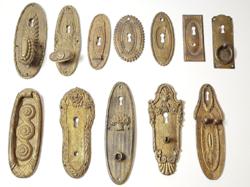 Antik szecessziós réz bútorveretek,zártakarók - ajtónyitók egy csomagban!