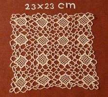 Négyzet alakú, fehér, horgolt terítő, 23 x 23 cm