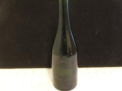 Régi méregzöld sörösüveg