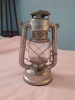 Nem túl régi viharlámpa (petróleum lámpa)