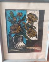 KRAJCSOVICS ÉVA: Krizantémok (linómetszet, 1983, teljes méret 66x52) csendélet, virág vázában