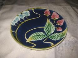 Körmöcbányai  , fali tányér  , kézi festésű ,17,2  cm , piciny perem javítással