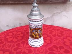 Porcelán fedeles korsó