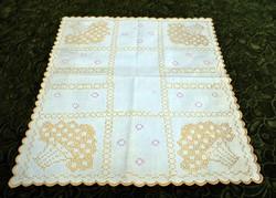 Antik szecesszió hímzett kézimunka terítő , asztalközép hímzés dekoráció 46 x 41 cm