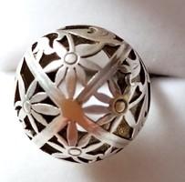 Ezüst gyűrű, különleges virág motívummal