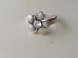 Ezüst Magyar 925 ös femjeles virág alakú gyűrű cirkonkővel