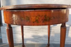 Antik stílusú asztal. Szalonasztal. Intarziás festett. Angyal díszítésű.