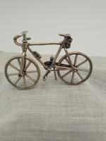 Ezüst kerékpár