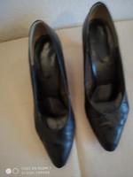 Fekete, elegáns női bőrcipő