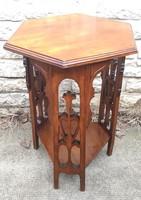 Szobortartó posztamensnek viràgtartó,faragott fàból gyönyörű felújított bútor.asztal,szalon asztalka