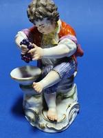 Meisseni figura, szőlő mosó fiucska