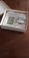 Hollóházi porcelán hamutartó és tálka, egyiken MALÉV jelzéssel dobozában