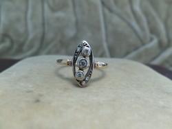 Szecessziós arany gyűrű brillekkel és gyémántokkal