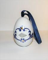 Porcelán tojás akasztó zsinórral kézi festés.