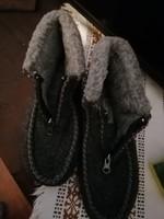 Szebbnél szebbek  molett  nálam vastag gyapjús mamusz szobacipő fázós lábúaknak 41,5  unisex 42 új